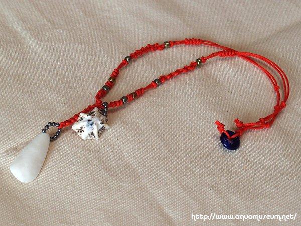 貝殻のネックレス